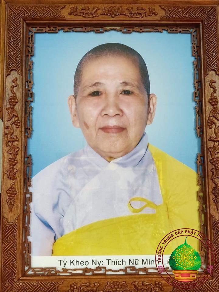 Trường TCPH Bình Định viếng tang cố Ni trưởng Thích Nữ Minh Liễu