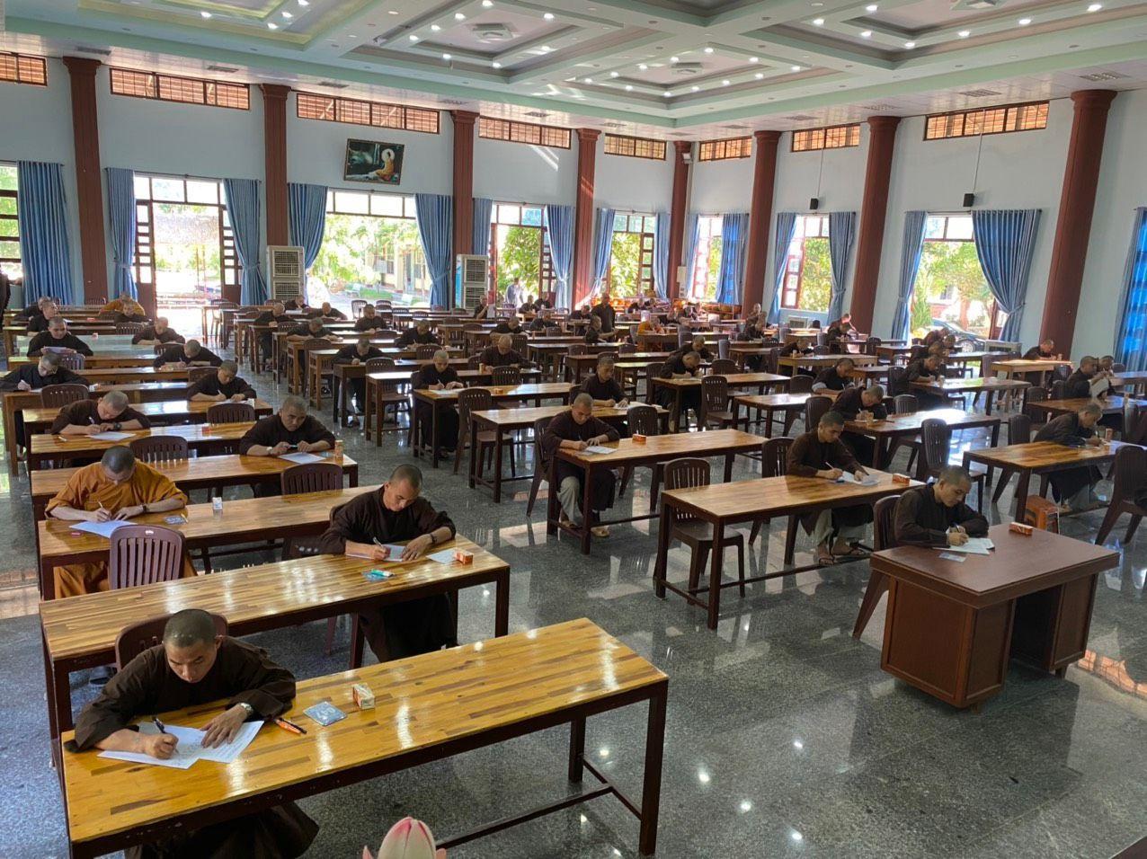 Trường TCPH Bình Định tổ chức kỳ thi tốt nghiệp khoá 8