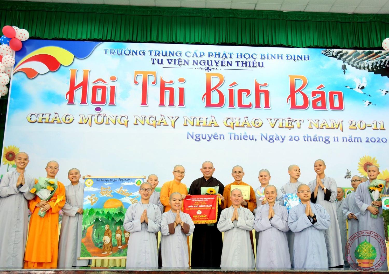Trường TCPH Bình Định tổ chức Hội thi Bích báo nhân ngày Nhà giáo Việt Nam 20/11/2020